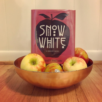 Insta Review: Snow White, by Matt Phelan