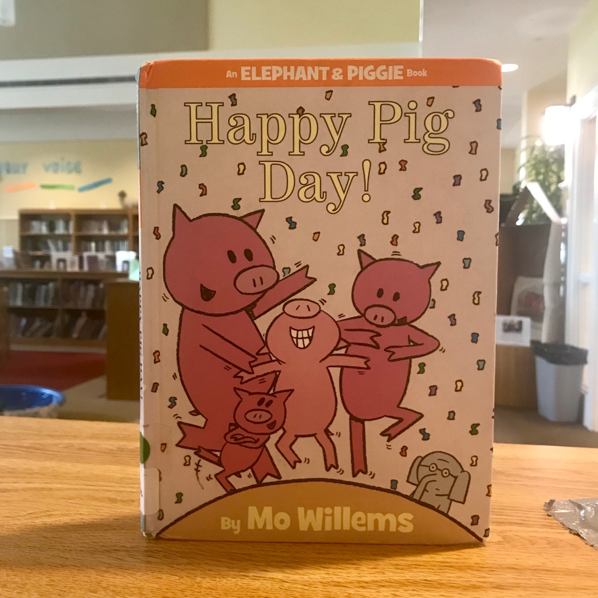 Fitz's Faves Jr: R's review of Happy Pig Day, by Mo Willems